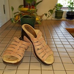 EUC White Moutain Wedge tan suede sandals size 7